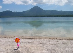 極楽ヶ浜より見た宇曽利山湖
