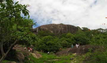 ダンブッラ 石窟寺院 山頂